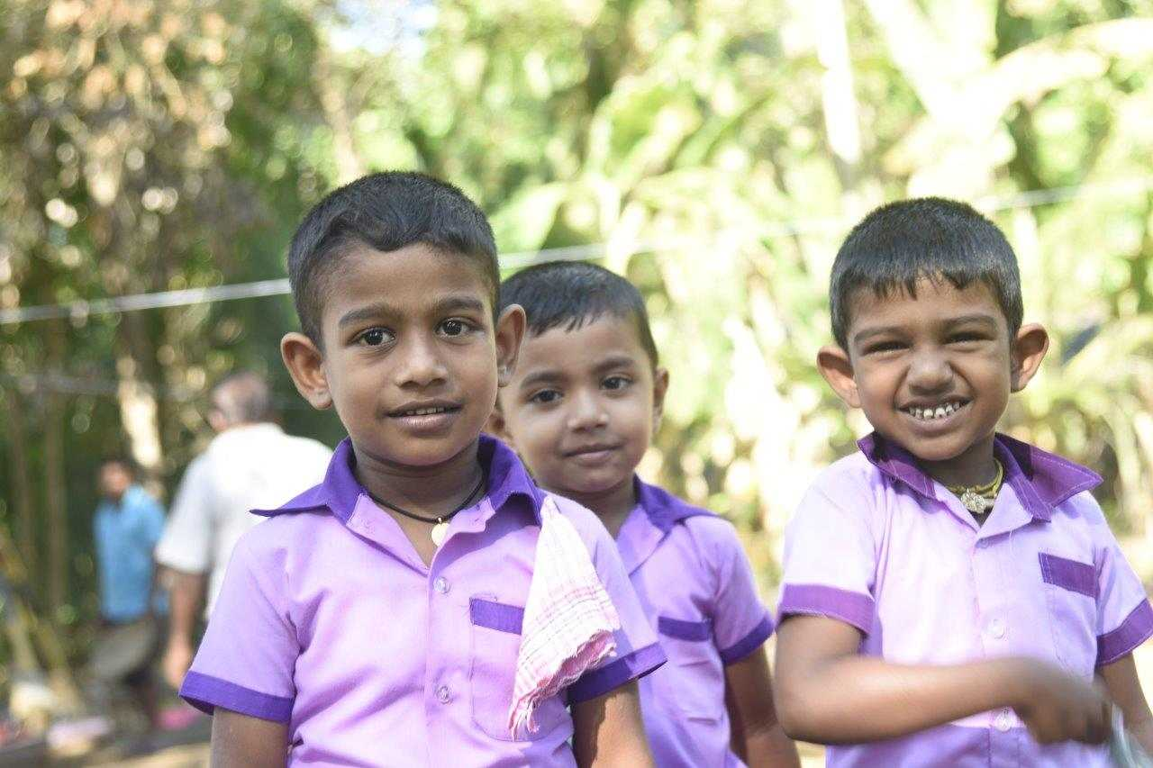 Glückliche Kinder dank Spendenaktion AMONDO-Schule Sri Lanka