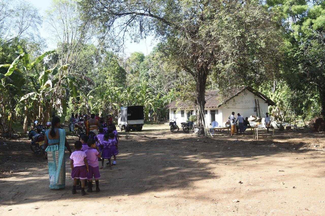 patenstich für die neue Scchule in der Gegend Ambamalthalawa