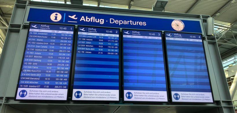 Abflugtafel Flughafen Düsseldorf zu Coronazeiten