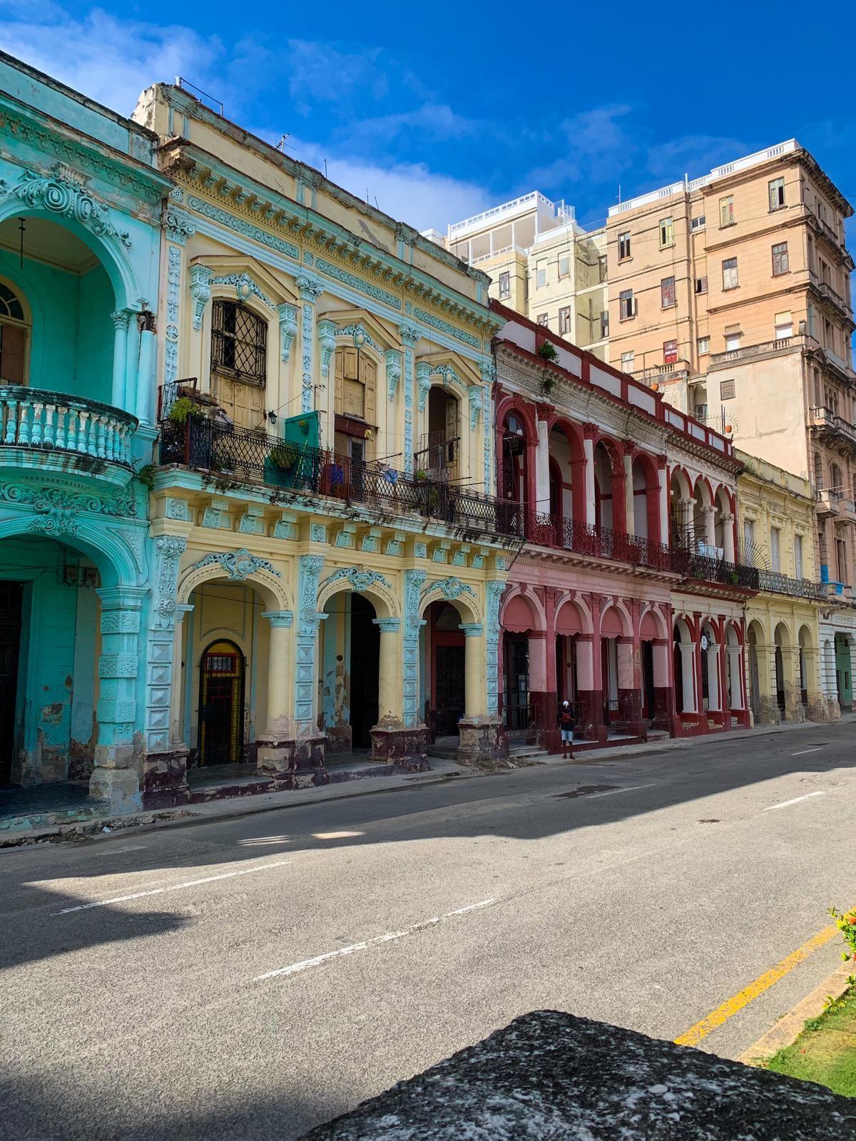 bunte Hausfassaden auf Kuba