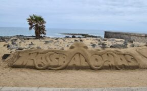 Gran Canaria - Sandskulptur, Schriftzug